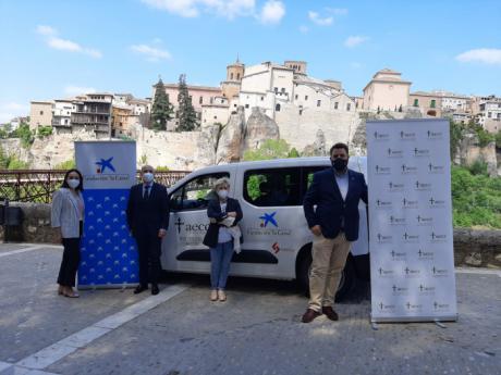 """La AECC de Cuenca dispondrá de vehículo para sus proyectos solidarios gracias a la colaboración de Fundación """"la Caixa"""" y Garaje Las Flores"""