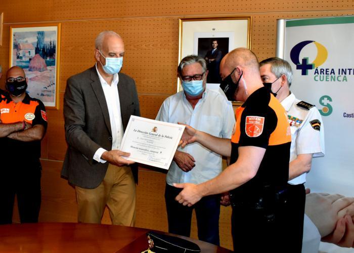 La Policía Nacional reconoce al personal de seguridad privada del 'Virgen de la Luz' y centros asociados por su labor durante la Covid