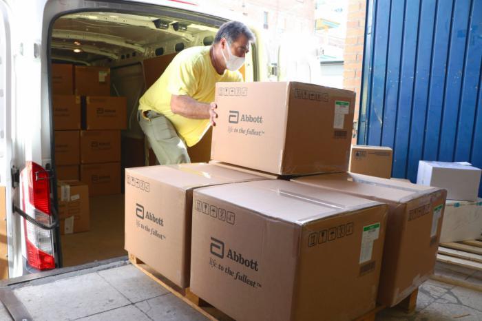 Sanidad ha enviado esta semana más de medio millón de artículos de protección a los centros sanitario