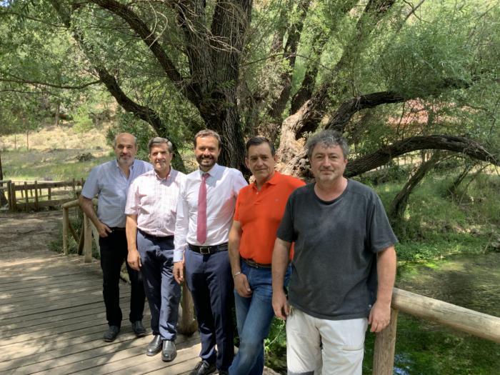 El Gobierno de Castilla-La Mancha visita la Escuela Regional de Pesca en el 30º aniversario de su nacimiento