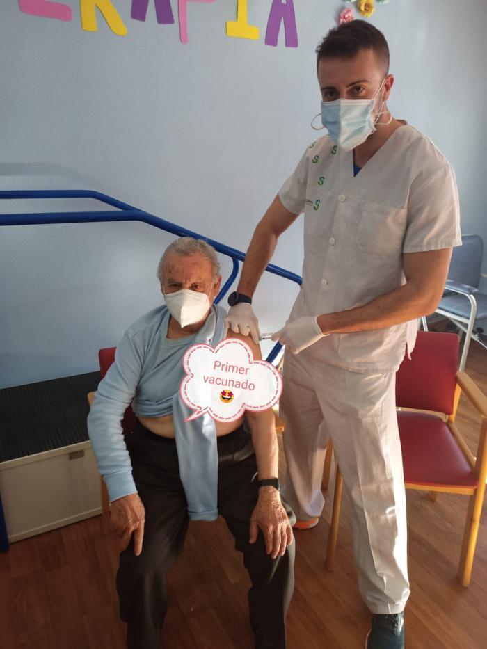Llegan a Iniesta las primeras vacunas contra la Covid-19