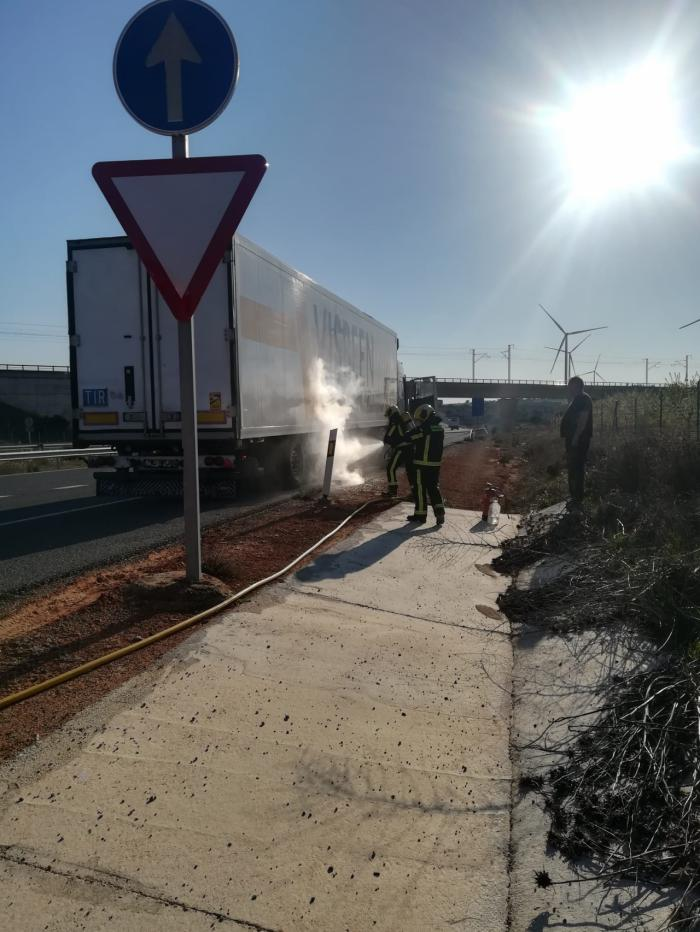 Abren al tráfico la A-3 en Castillejo de Iniesta tras el vuelco de un trailer