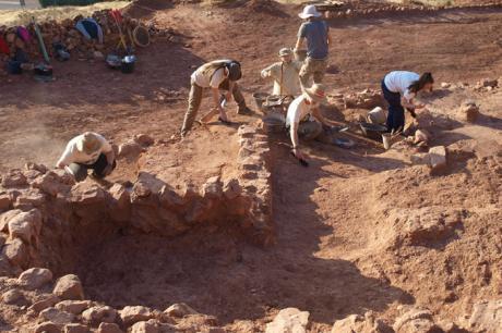 La UCLM celebra una nueva campaña de excavaciones en Montiel para recuperar el conjunto arqueológico de su castillo