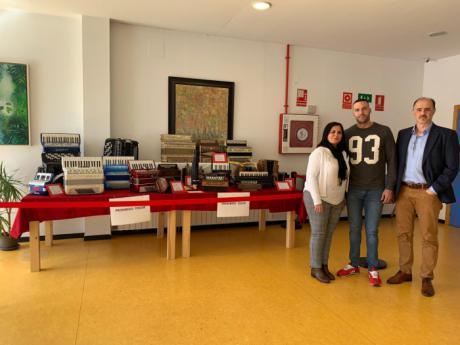 La Escuela Municipal de Música y Artes Escénicas acoge una exposición sobre la evolución del acordeón