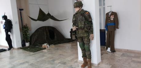 """La Subdelegación de Defensa acoge desde hoy la exposición """"Uniformidad del Ejército de Tierra"""""""