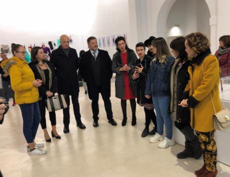 La FAP acoge una exposición sobre la contaminación de la industria textil realizada por los alumnos de la Cruz Novillo