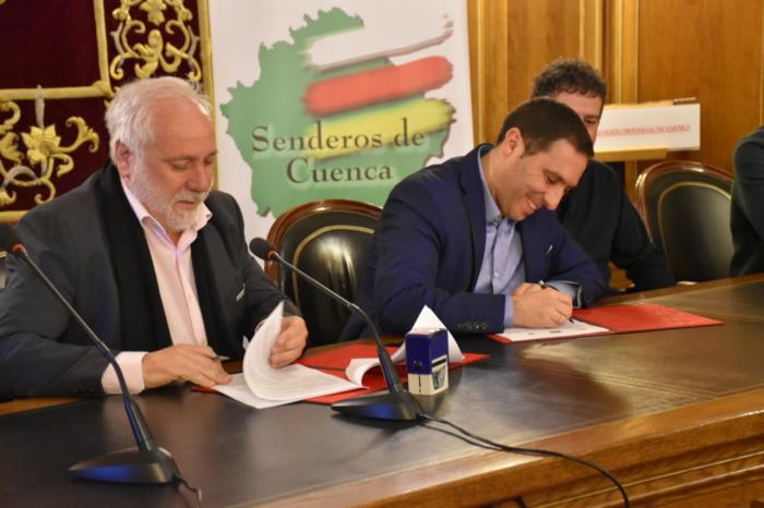 La Diputación renueva el convenio con la Federación de Montaña para el desarrollo del programa 'Senderos de Cuenca'