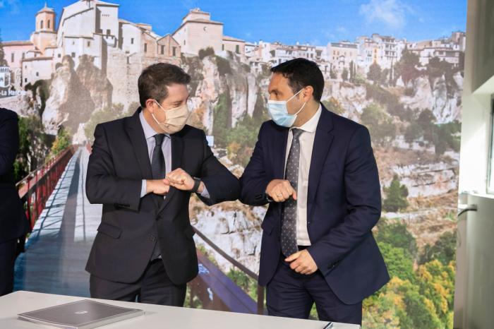 Martínez Chana y García-Page firman un protocolo para invertir un millón de euros en más de medio centenar de consultorios