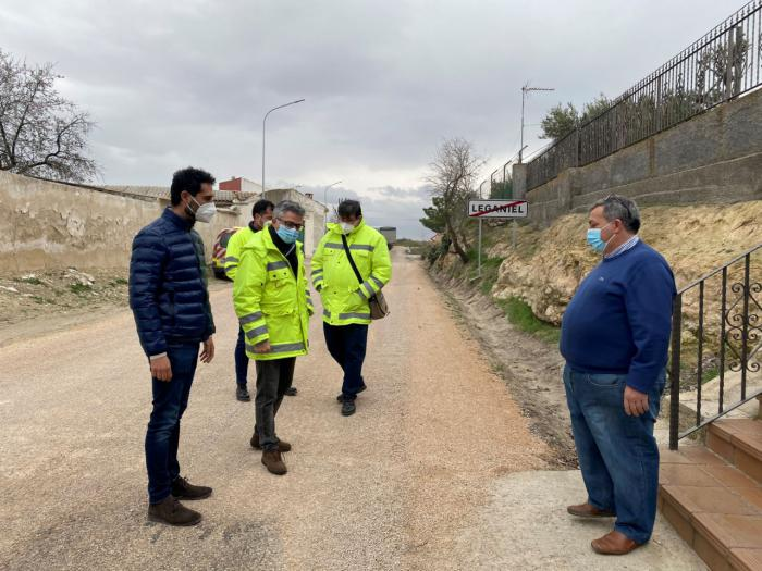 Se ejecuta una actuación de emergencia en la CM-2026 entre Leganiel y Barajas de Melo por los daños ocasionados por Filomena
