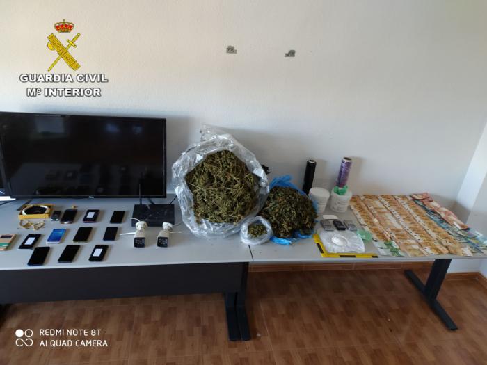 La Guardia Civil detiene a 10 personas e investiga a otras 5 por tráfico de drogas