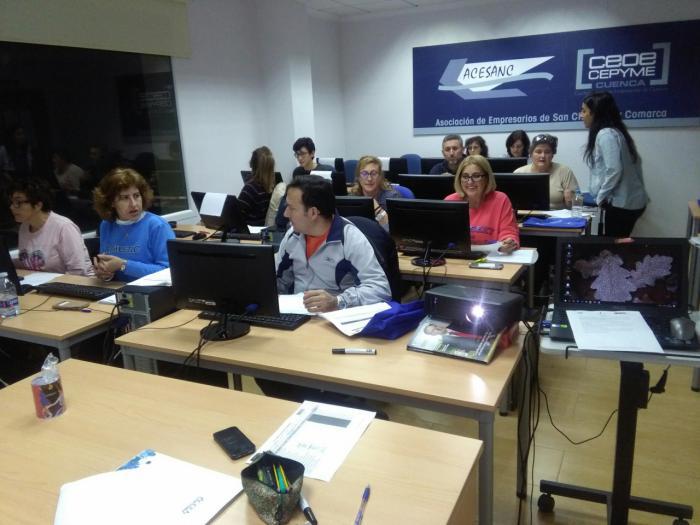ACESANC acoge un curso de procesadores de textos y presentaciones de informática básicos