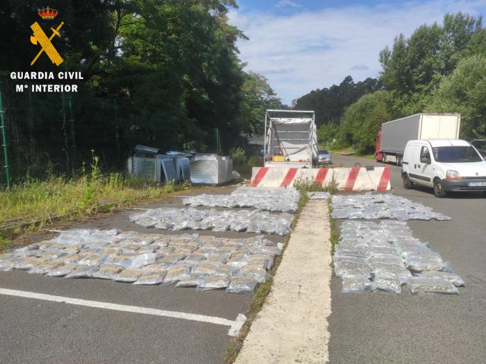 La Guardia Civil intercepta en San Sebastián un camión con 263 kilos de marihuana