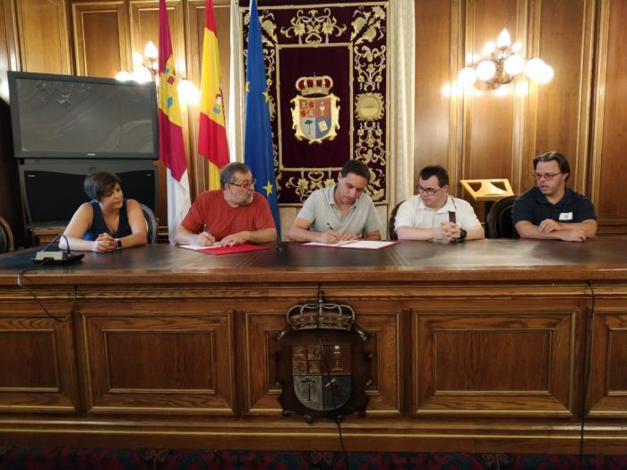 Diputación y ADOCU firman un convenio para conseguir la integración de personas Síndrome de Down