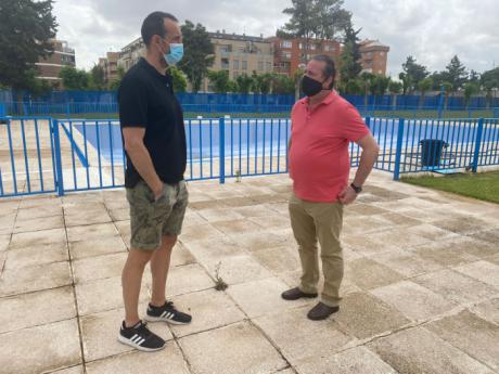 """Se trabaja para abrir la piscina de verano """"a mediados del mes de junio"""" en Tarancón"""