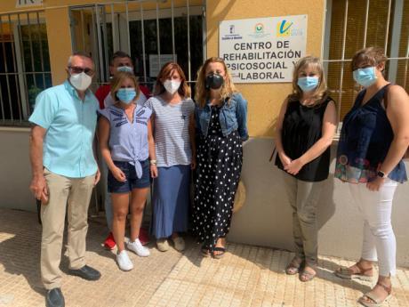 Junta, Diputación provincial y Ayuntamiento entregan material de protección a la Asociación Vivir
