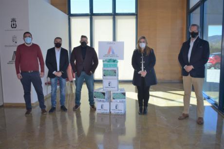 La Junta entrega más de 54.000 monodosis de gel hidroalcoholico a los hosteleros de la provincia