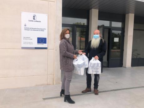 Se entregan a los centros educativos de la provincia alrededor de 300.000 mascarillas quirúrgicas para docentes y personal no docente