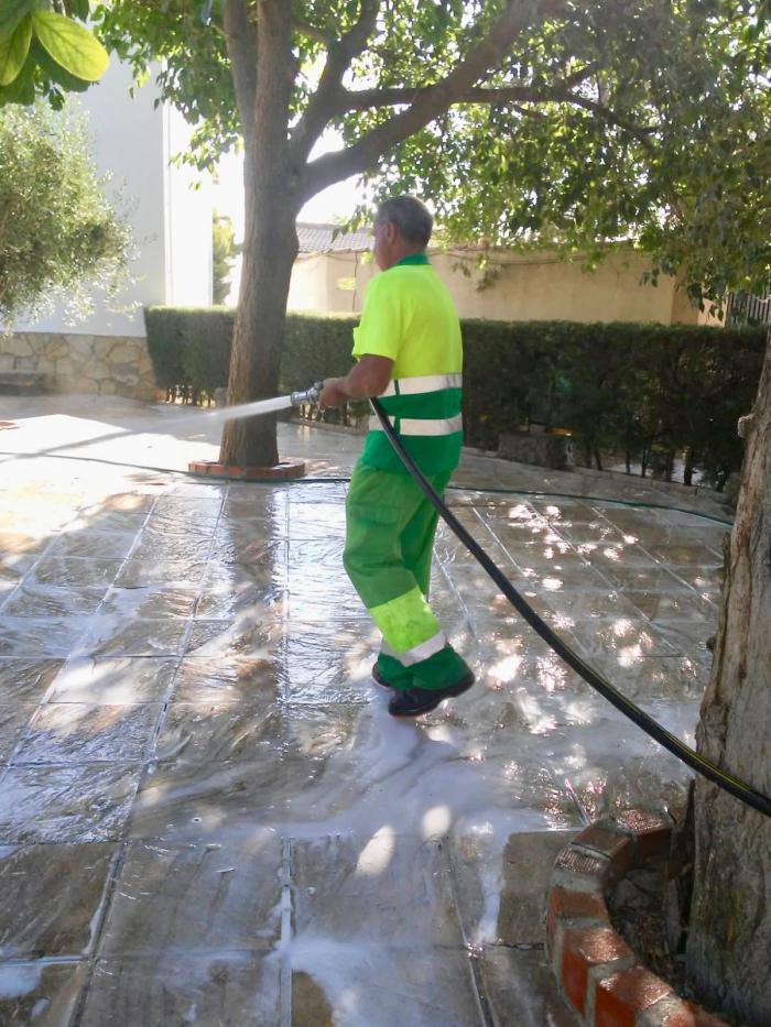 El Ayuntamiento de Tarancón y FCC realiza un plan especial de limpieza en Tarancón