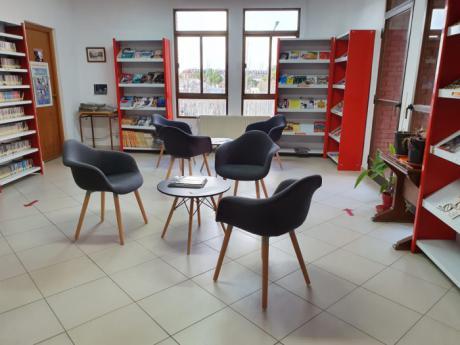 Se renueva el mobiliario de la Biblioteca Pública Municipal Luis Rius