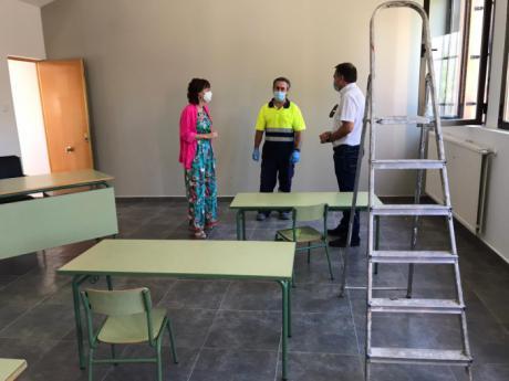 La Junta facilita la contratación de tres personas en las localidades de Montalbo y El Hito a través del Plan de Empleo
