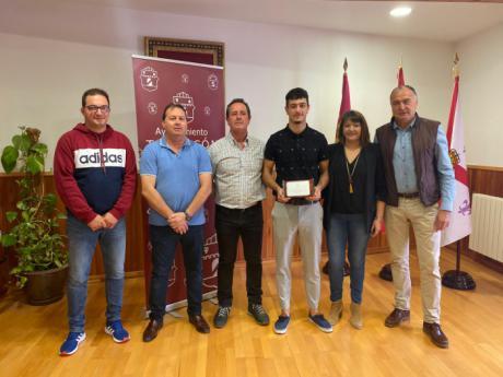 El Ayuntamiento de Tarancón reconoce los éxitos deportivos de Mario Olivas