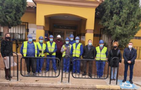El Gobierno regional ha facilitado la contratación de diez personas en la localidad de San Clemente a través del programa RECUAL