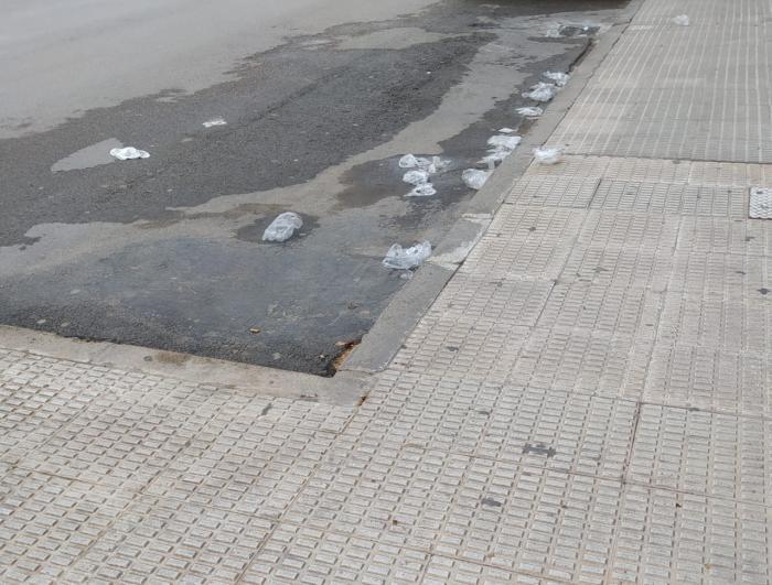 El Ayuntamiento de Tarancón pide colaboración ciudadana para evitar el vertido de material de protección en las calles tras su uso