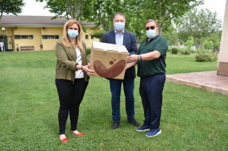 Junta y el Ayuntamiento entregan material de protección a ASPADEC para trabajadores y usuarios