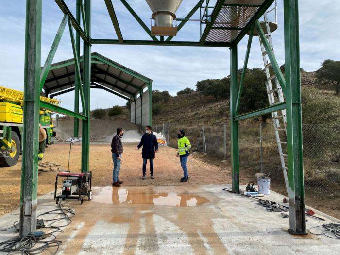 """Se acometen las obras de acondicionamiento y mejora en el silo de sal de la CM-310 """"para garantizar una rápida carga de los esparcidores"""""""