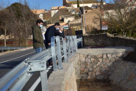 La Diputación invierte 65.000 euros para ampliar la CUV-2174 en el cruce del río Jábaga y mejorar el acceso al municipio