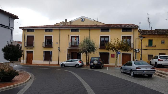 El Ayuntamiento de Arcas acuerda con los vecinos medidas para potenciar la seguridad del barrio de Cañada Molina