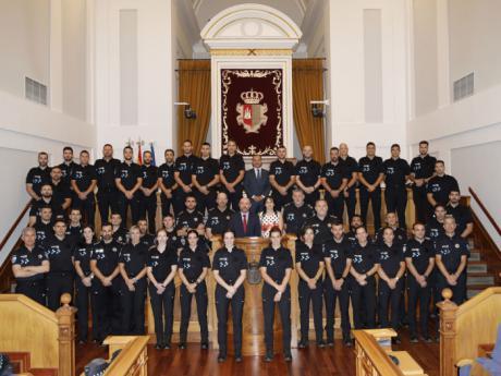 Los futuros policías locales de Castilla-La Mancha conocen en una visita el funcionamiento y composición de las Cortes regionales