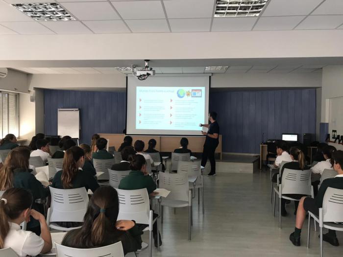 Voluntarios Telefónica de Castilla-La Mancha llevan la ciberseguridad a los coles de la región