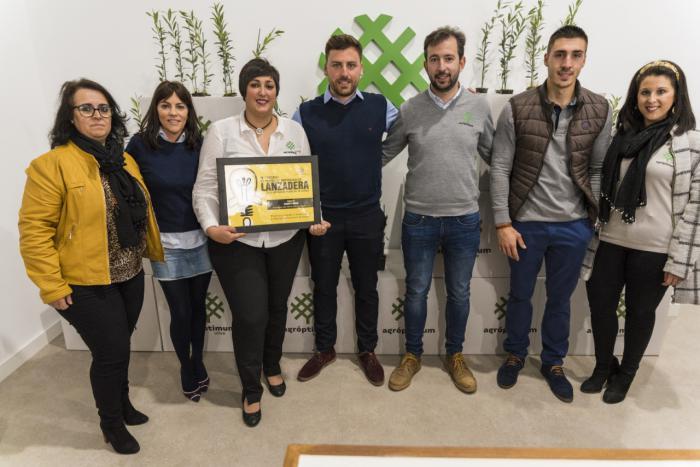García Casado muestra su satisfacción por la buena marcha de los premiados en el Concurso Lanzadera de Diputación