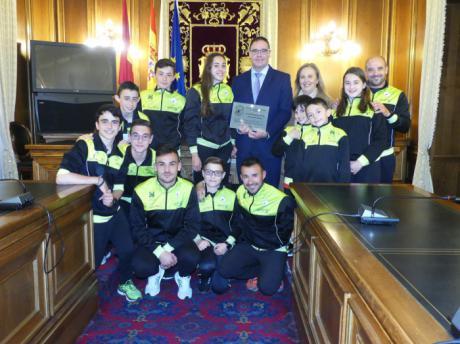 El Club Piragüismo Cuenca con Carácter reconoce a la Diputación por su constante apoyo y promoción del piragüismo