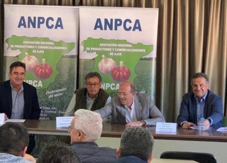 El Gobierno regional reconoce la contribución de la ANCPA en la defensa y protección del sector del ajo como cultivo social