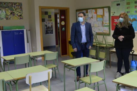 La Diputación prorroga las ayudas para la limpieza de colegios de la provincia hasta que finalice el curso escolar