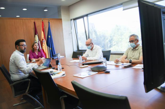 La consejera de Educación, Cultura y Deportes se reúne con representantes sindicales y de padres y madres de la Región