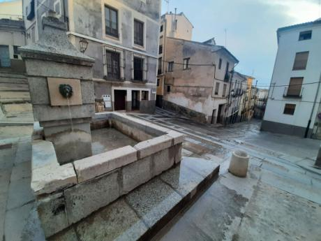 Cuenca en Marcha denuncia filtraciones de agua en la Fuente de Santo Domingo