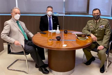 El presidente de la Fundación Globalcaja Cuenca recibe la visita del nuevo Subdelegado de Defensa, el coronel Fernando Antón Bernalte