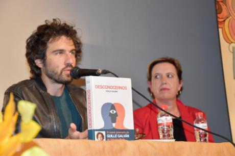 """Guille Galván defiende en Iniesta que la poesía tiene que ver con """"darte forma a ti mismo y compartirlo con los demás"""""""