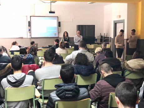Diputación imparte charlas en institutos de secundaria para despertar el espíritu emprendedor entre los jóvenes