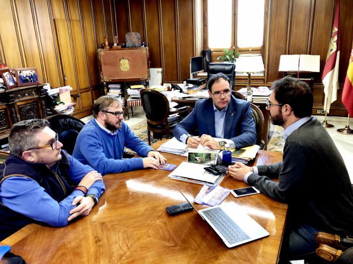 Diputación colaborará en la restauración de la clámide de la imagen de Nuestro Padre Jesús con la Caña