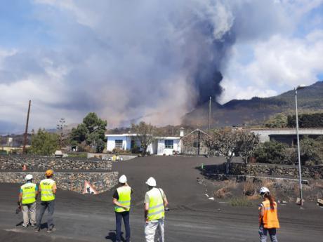 Dos investigadores de la UCLM trabajan en varias líneas de investigación sobre el volcán de La Palma
