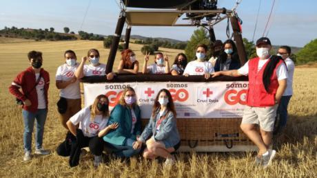 Cruz Roja hace un viaje en globo con doce a jóvenes para visibilizar lo alto que puedes llegar si te lo propones