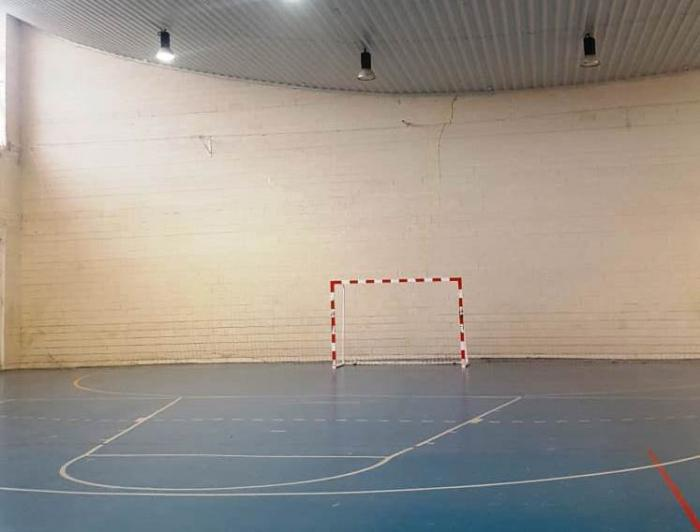 El PP de Barajas de Melo exige que se reparen las grietas y otros desperfectos en el pabellón deportivo
