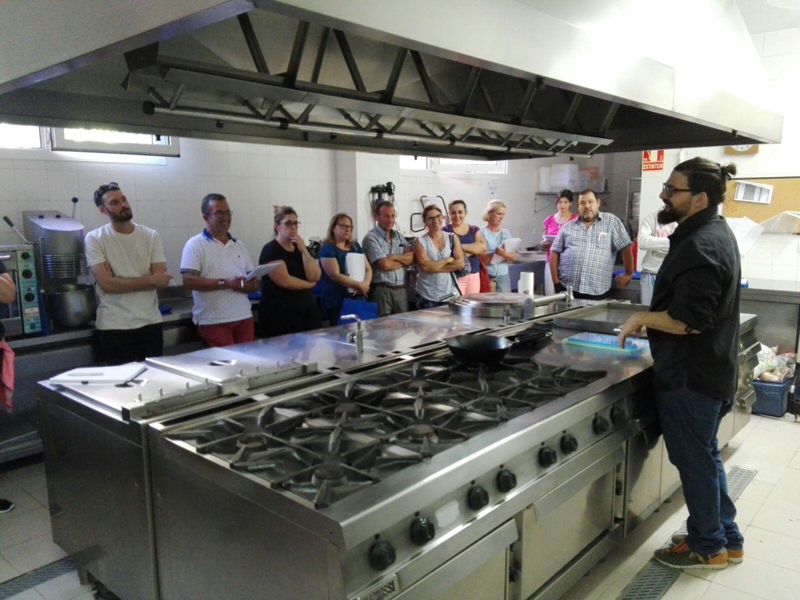 Hc hosteler a y ceoe cepyme cuenca realizan un curso de cocina creativa cuenca news - Cursos de cocina en cuenca ...