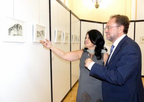 """Belén Peytaví muestra su particular visión de La Serranía y sus paisajes en la exposición """"Cincelando el tiempo"""""""