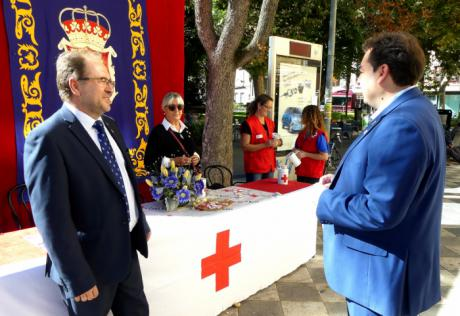 Diputación mantiene su compromiso con Cruz Roja y vuelve a participar con una mesa en el Día de la Banderita