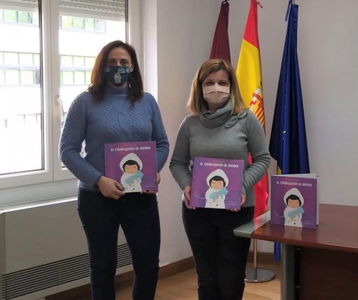 Se distribuye entre los centros educativos de Cuenca 250 unidades de ´El Chubasquero de Aurora´